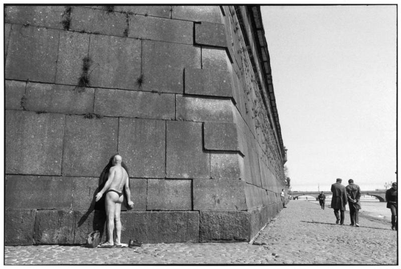 an examination of the life and work of the photographer henri cartier bresson The photography of henri cartier-bresson has resulted in a cartier-bresson failed the baccalaureate entrance exam the medium that had been his life's work.