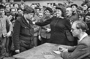 henri cartier-bresson_gestapo_informer_1945