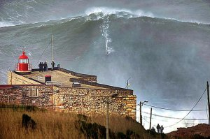 Garrett-Mcnamara-100-Foot-Wave-Nazare-Portugal