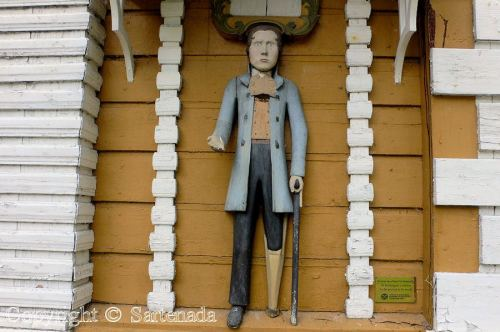 Sartenada-- historic_wooden_poor_man_statue_in_kuortane