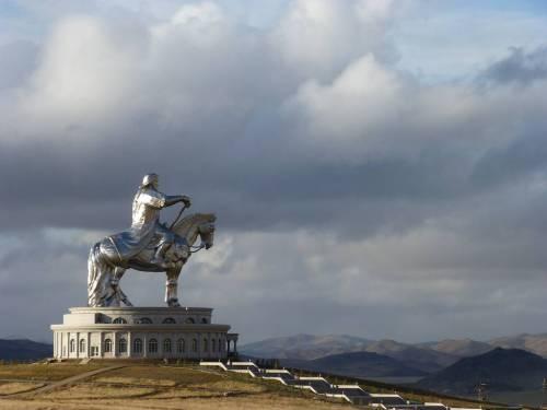 genghis khan Chinggis Khaan statue horse equestrian mongolia 6