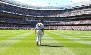 Mariano Rivera Entering the Field