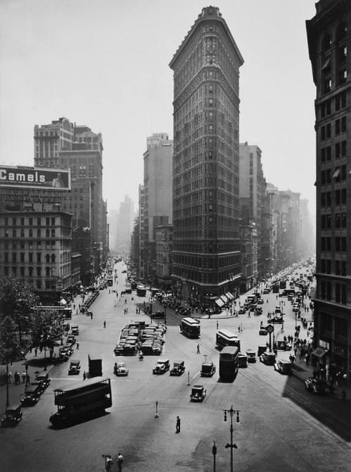 Berenice-Abbott-Flatiron-Building,-Manhattan