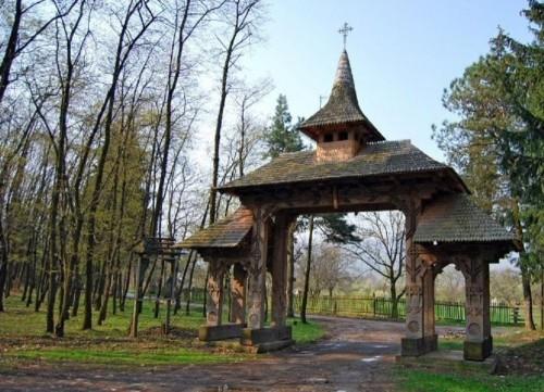 sapanta-peri-monastery-02-gate