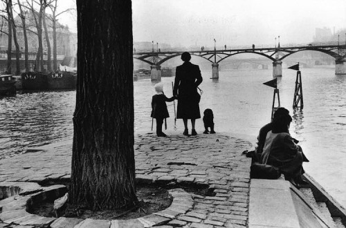 Paris - Pont des Arts 1953 Henri Cartier Bresson