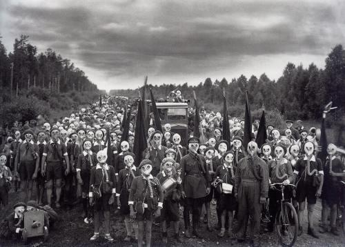 leningrad-gas-mask-drill-1937